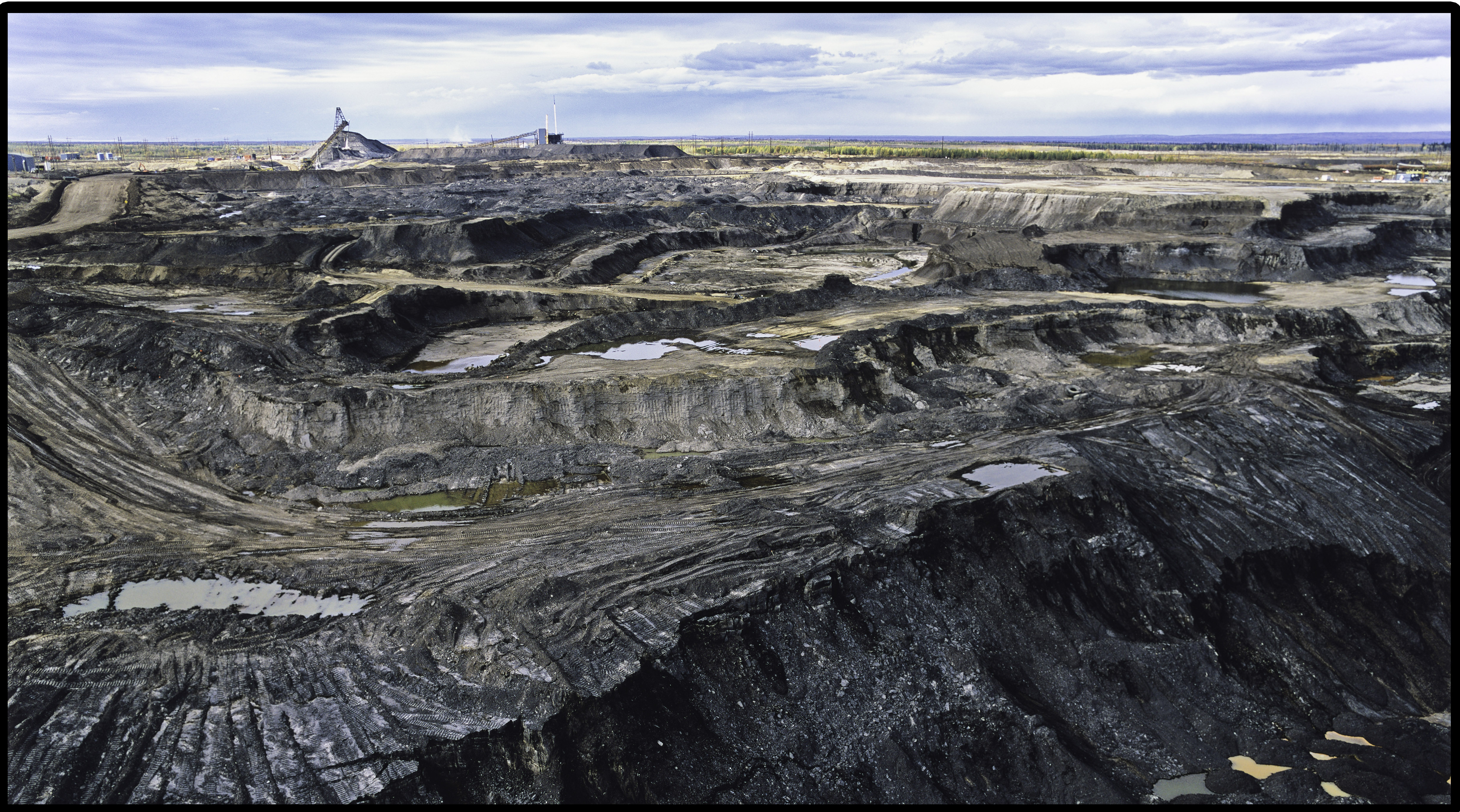 tar sands in alberta Oil sands - general the alberta oil sands constitute one of the largest energy reserves on the planet unlike conventional oil deposits which feature liquid oil captured in porous rock, the oil sands are sand formations with a relatively low content of highly viscous oil.